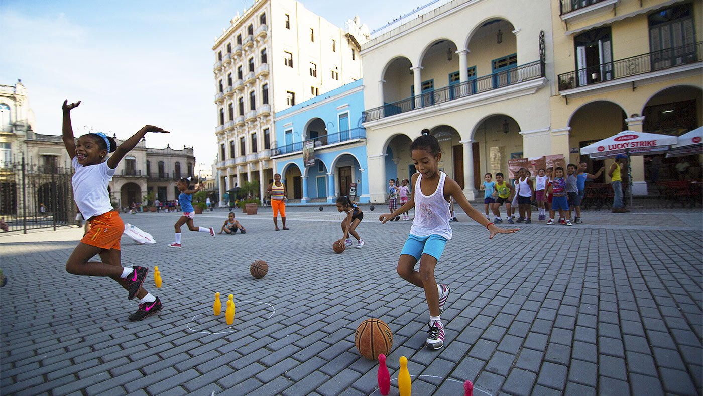 Kids playing in Plaza Vieja