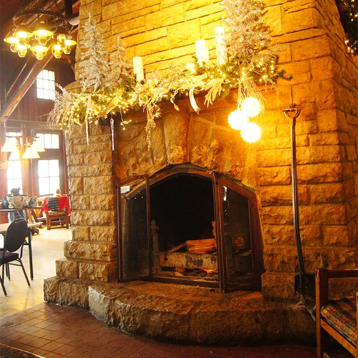 The fireplace in the Great Hall at the Starved Rock Lodge