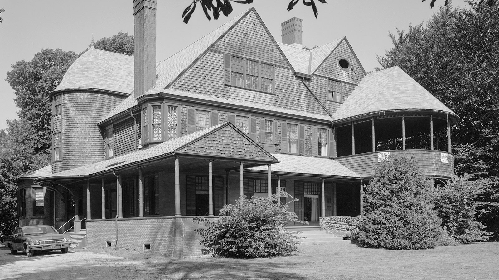 McKim, Mead U0026 Whiteu0027s Design For The Isaac Bell House Was Inspired By  Colonial, Japanese, And European Sources. Photo Credit: Daniel Case Via  Wikimedia ...
