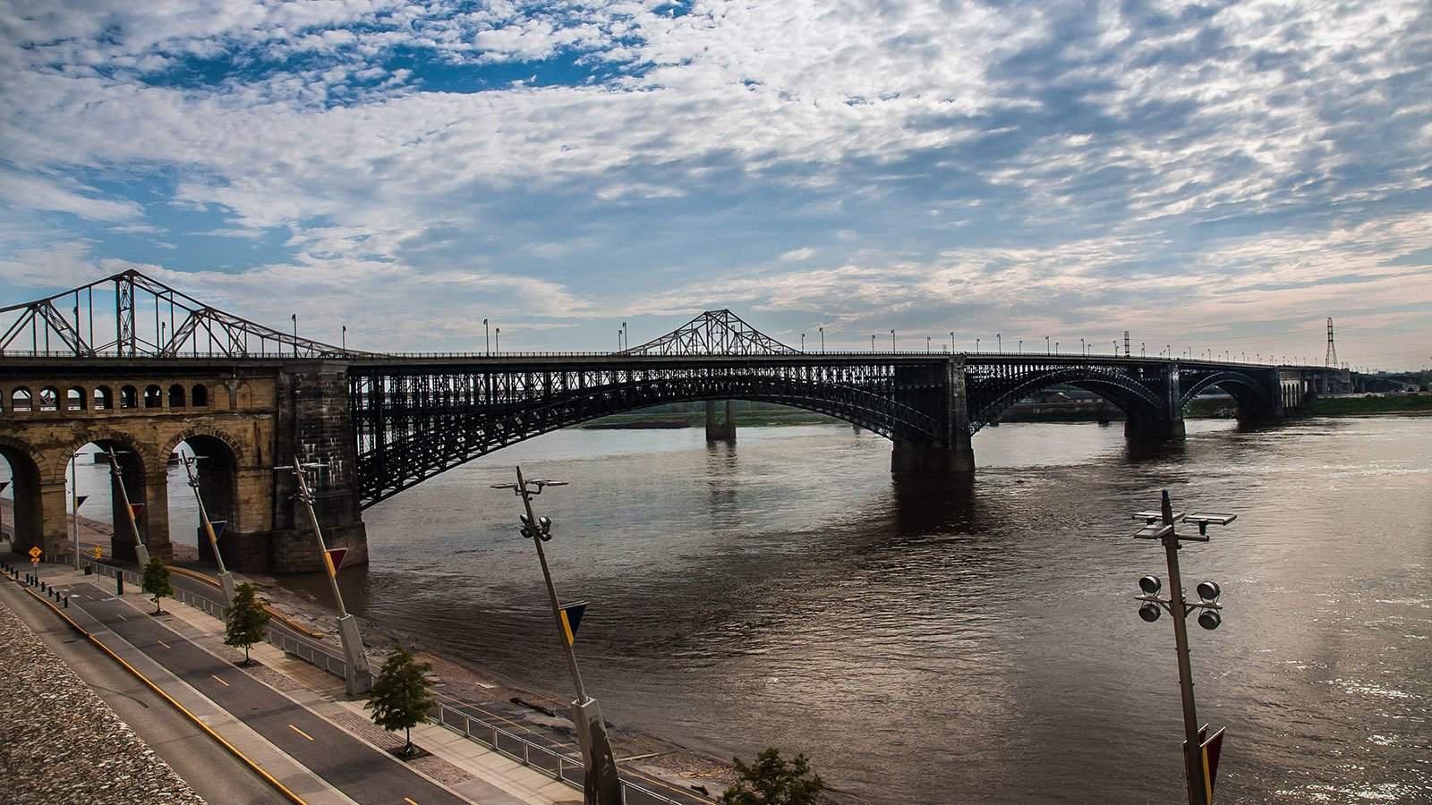 The full span of the Eads Bridge, an arch bridge over the Mississippi River connecting St. Louis, Missouri, and East St. Louis, Illinois, 2017