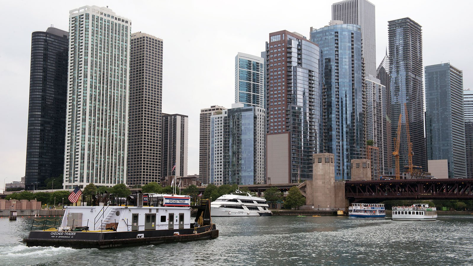 Boats along the Chicago River near the Chicago Lock and Lake Michigan in 2017