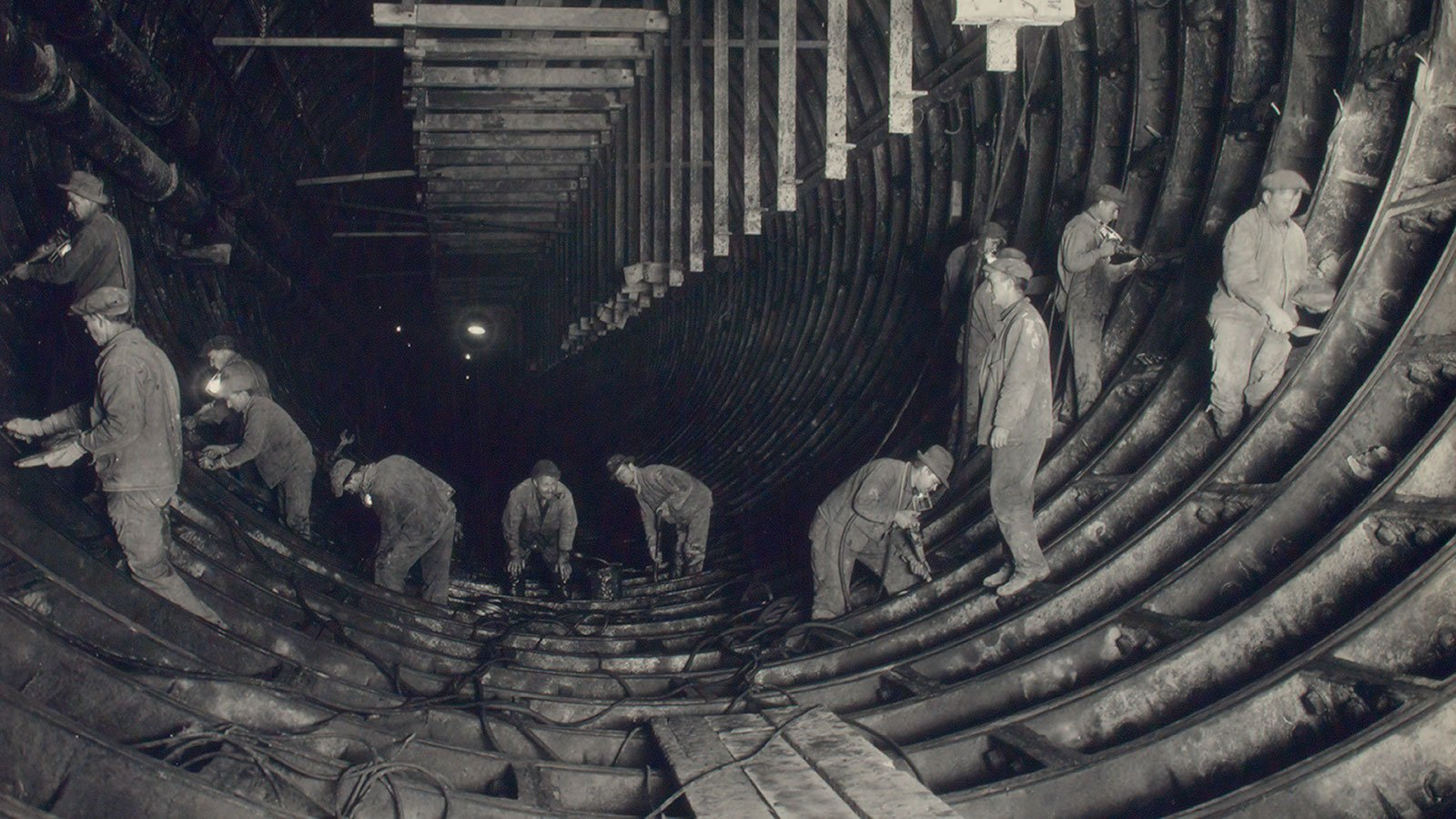 ontract No. 4. Cleaning, caulking, pointing and making iron watertight invert, South Tunnel east, N.J., 12/5/24, 3:30 p.m.
