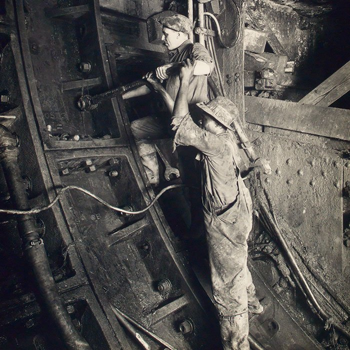 Contract No. 3. Iron men bolting plate in place, South tunnel, New York, 4/5/23