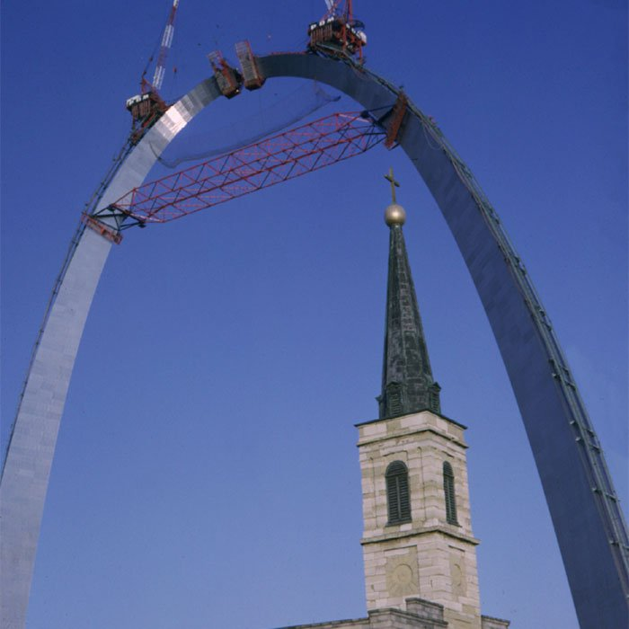 The Gateway Arch under construction