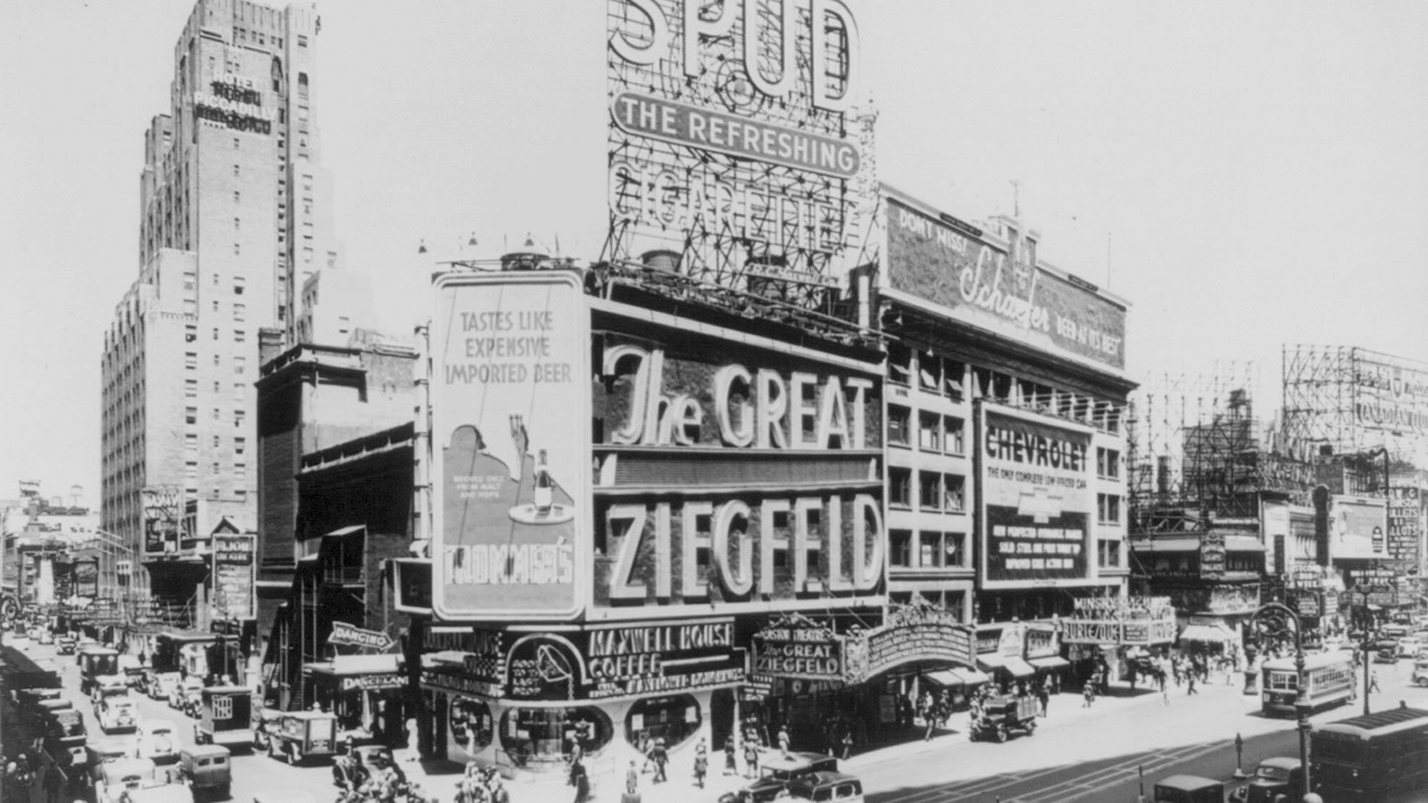 The Astor Theatre on Broadway and West 45th Street in New York City, circa 1936