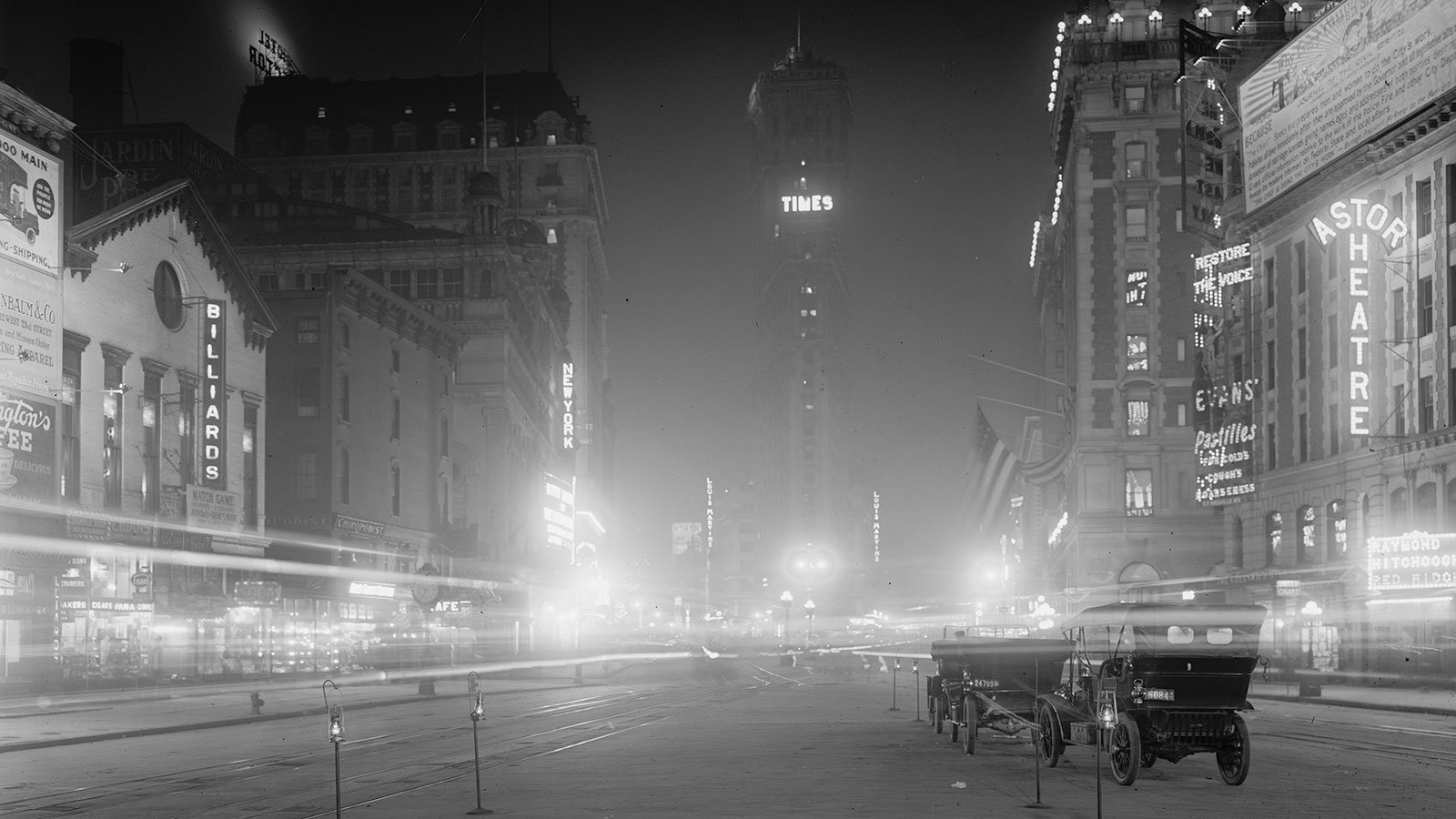 Times Square at night, between 1900 and 1915