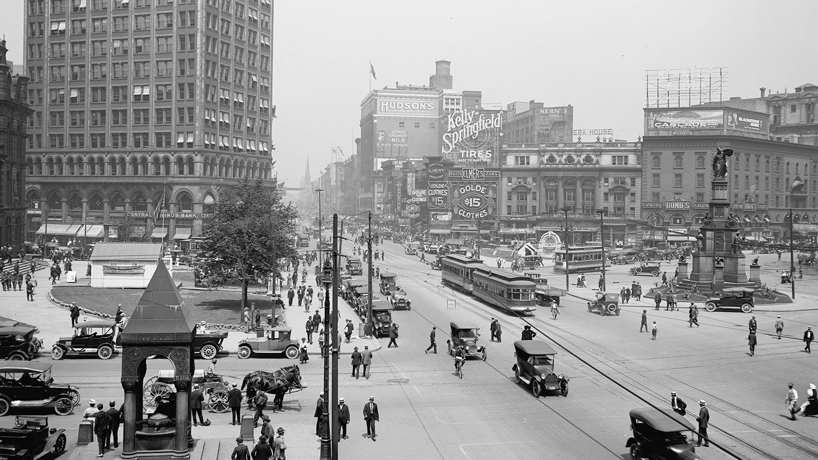Looking up Woodward Avenue in Detroit, Michigan, circa 1917