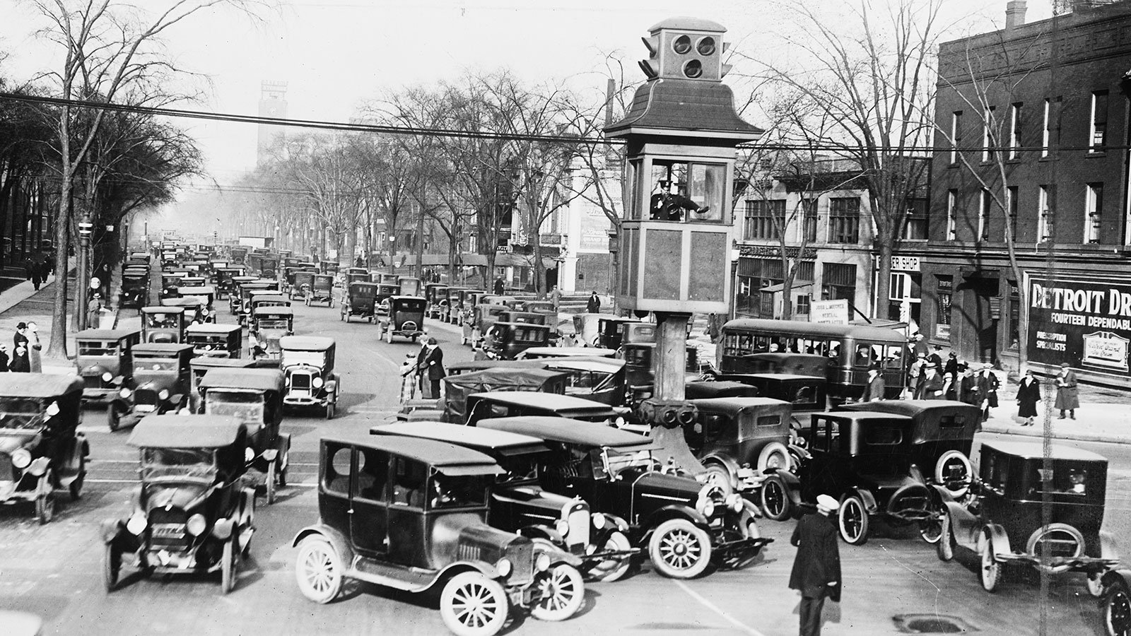 Traffic in Detroit, Michigan between 1915 and 1925
