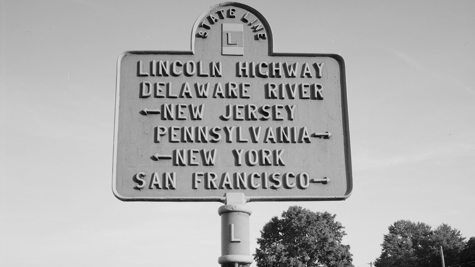 Old marker for the Lincoln Highway at the Harrison County Historical Village and Iowa Welcome Center