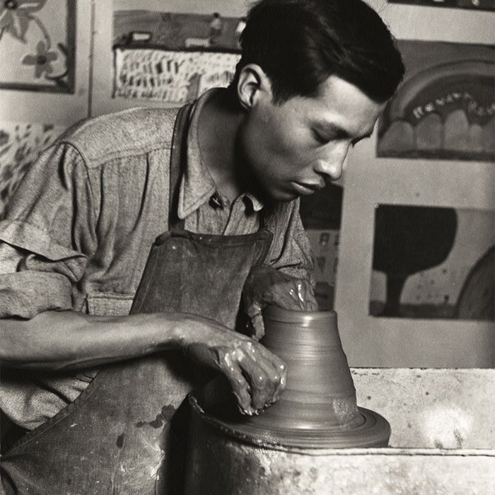 Jesús Torres at the Hull-House kilns.