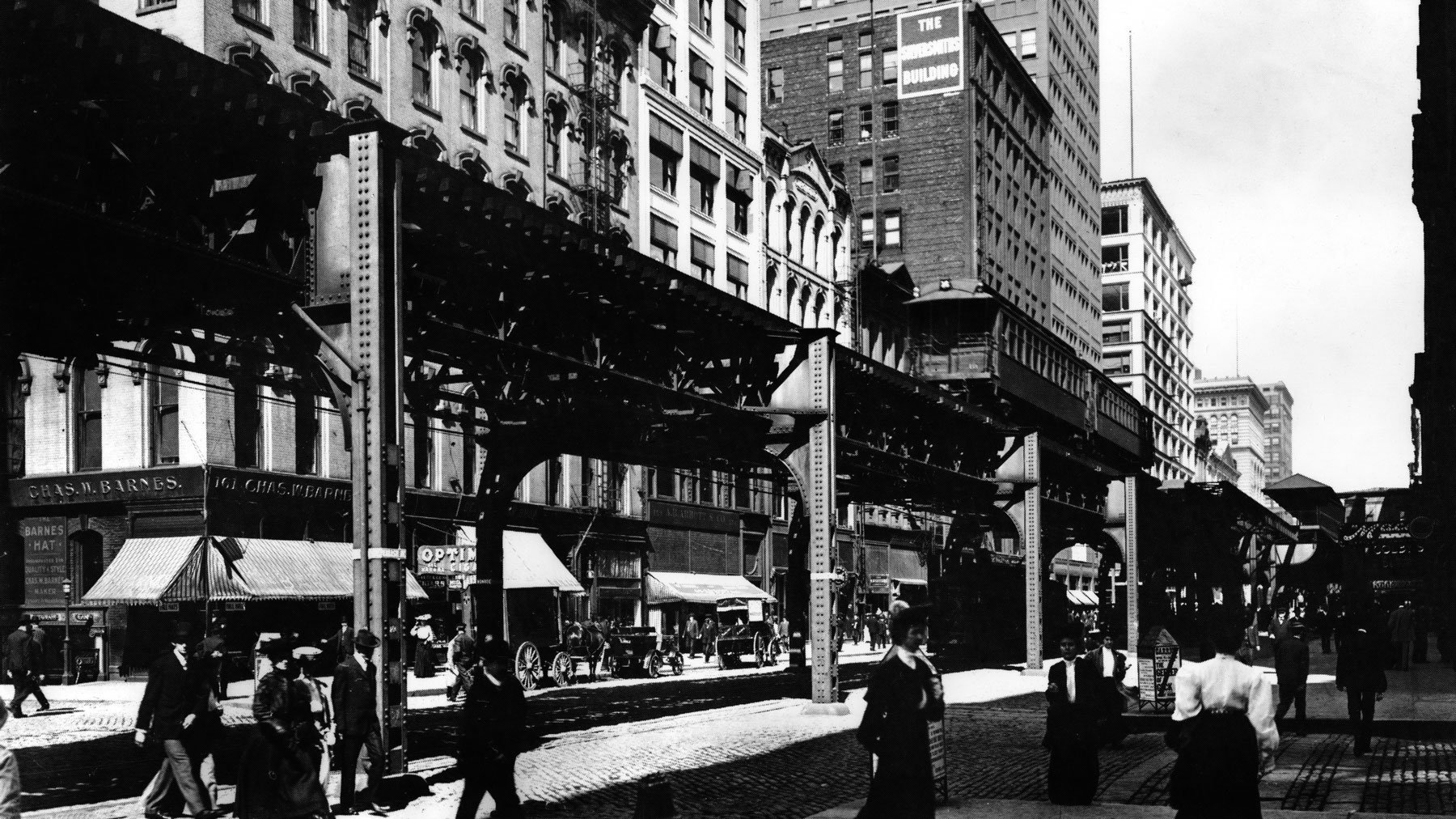 train on Wabash Avenue crosses over Monroe Street in the Loop in 1908