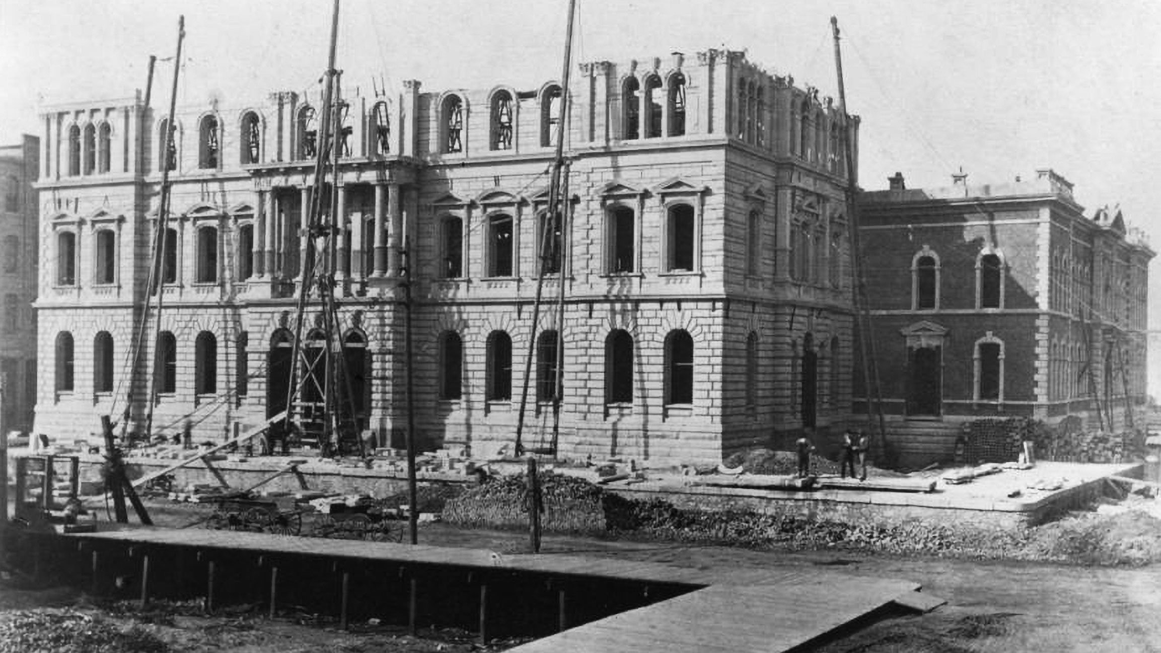 Construction of new Chicago courthouse and jail after the Great Chicago Fire
