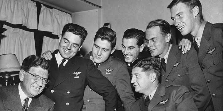 Chicago Mayor Ed Kelly with WWII airmen