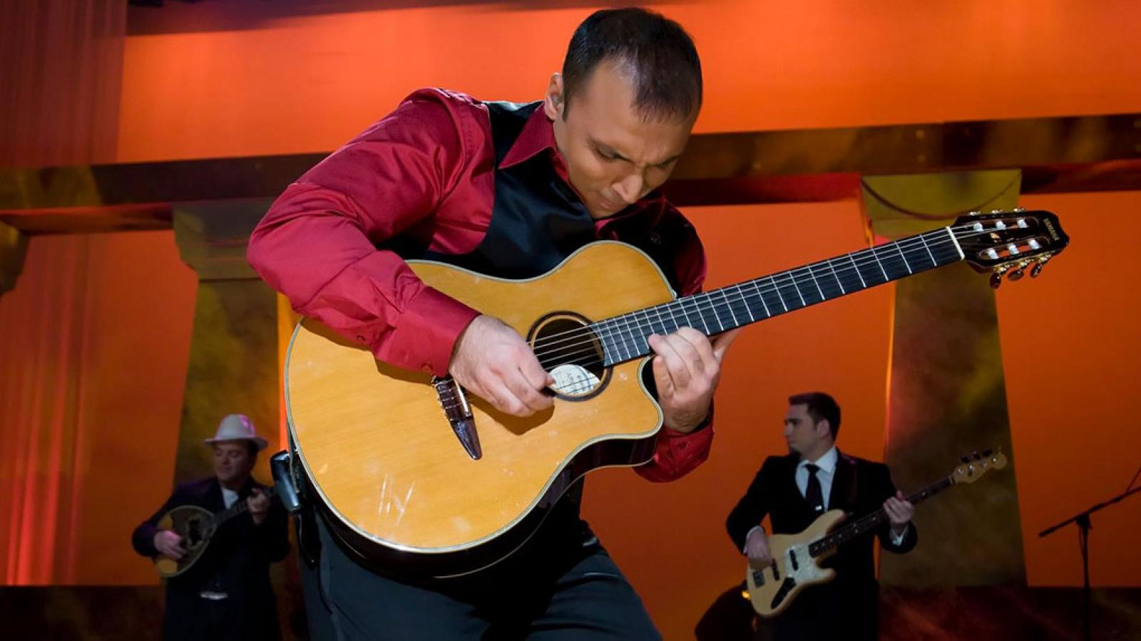 Pavlo in Concert at North Shore Center for the Performing Arts