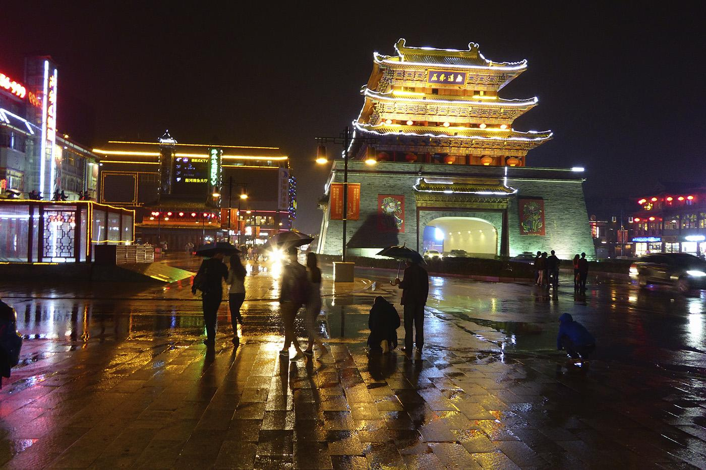 Night time near the Drum Tower in Kaifeng. Photo: Mick Duffield
