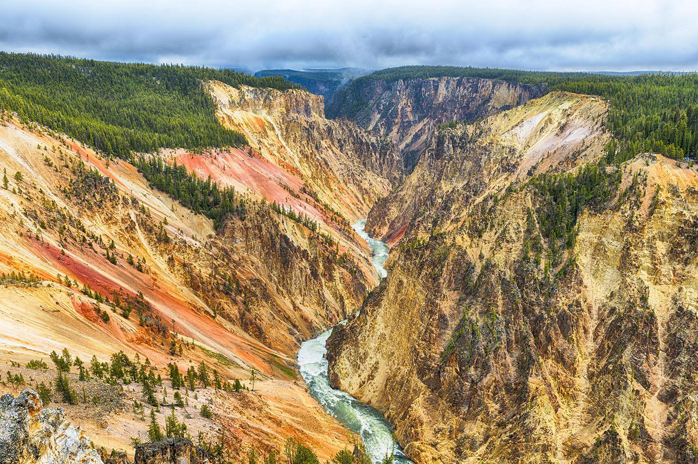 The Yellowstone River. Photo: Filip Fuxa/ Shutterstock.com