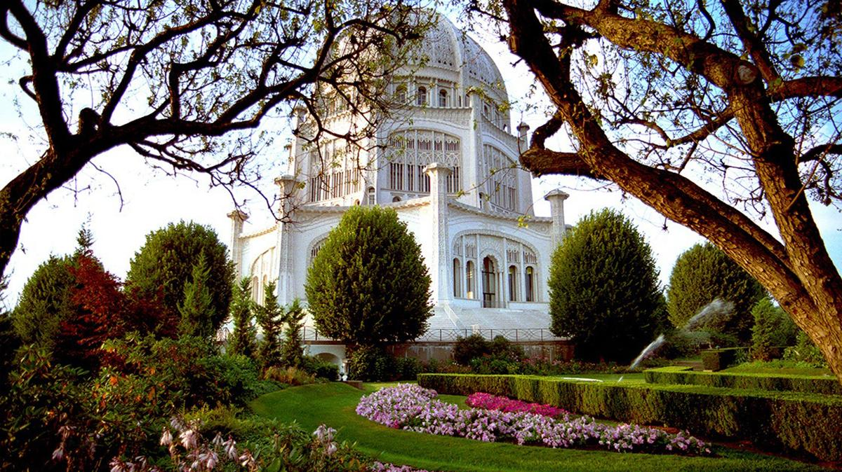 The Bahá'i House of Worship in Wilmette, Illinois, north of Chicago. Photo: Courtesy of the US Bahá'í National Center