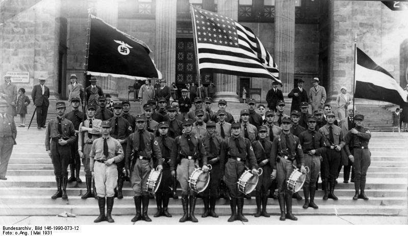 A demonstration for German Day in 1931 in front of the Field Museum. Photo: Bundesarchiv, Bild 146-1990-073-12