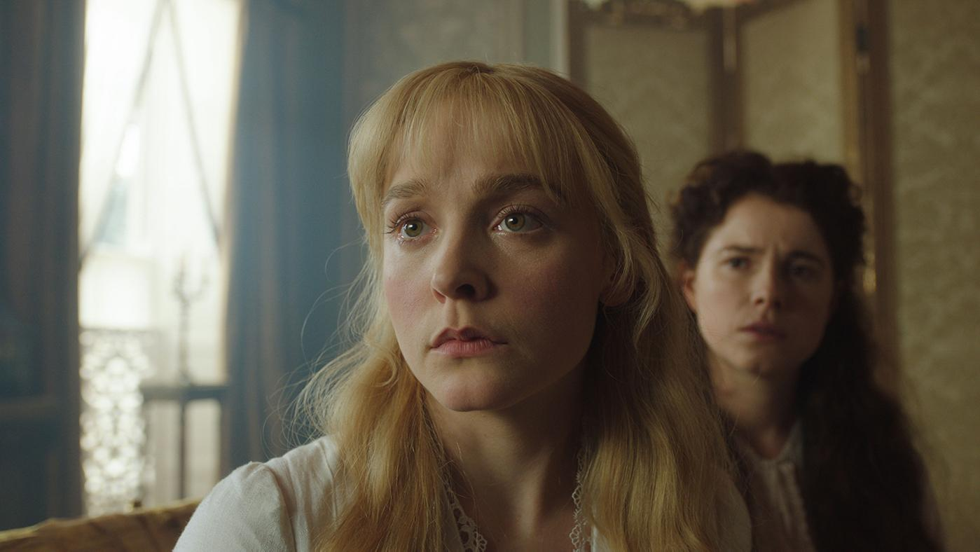 Olivia Vinall as Laura Fairlie and Jessie Buckley as Marian Halcombe in The Woman in White. Photo: The Woman in White Productions Ltd. / Steffan Hill / Origin Pictures