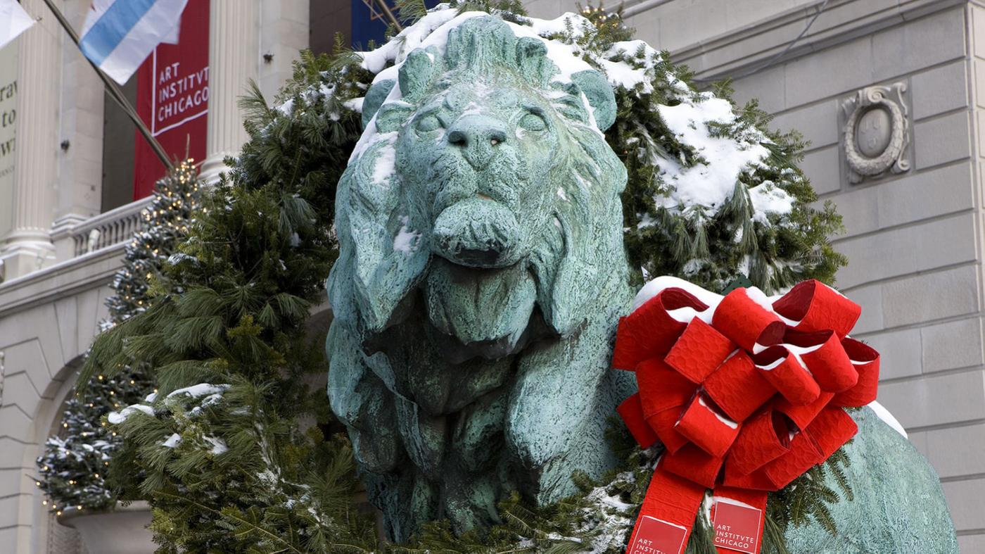 The Art Institute of Chicago's Lions with a holiday wreath