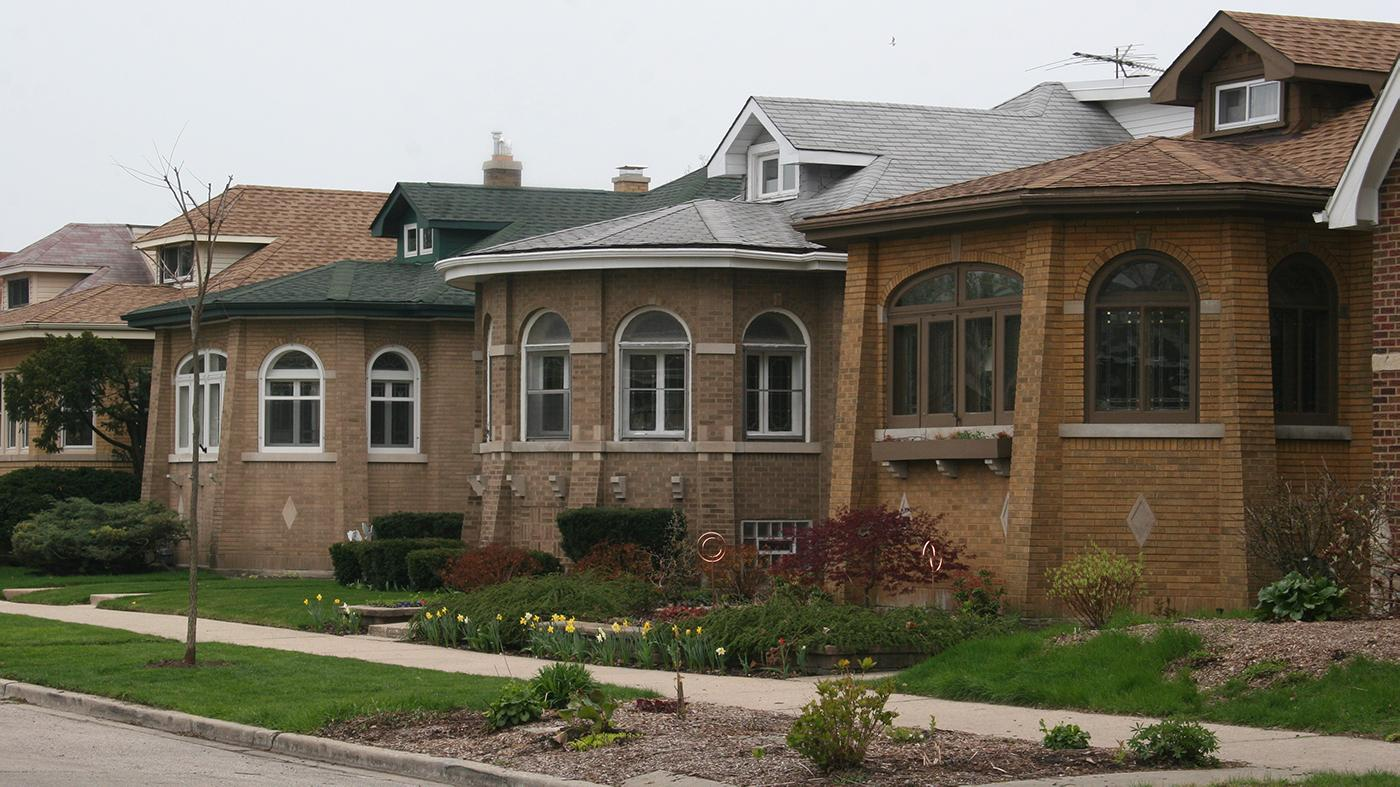 Houses along the 2500 block of West Morse Avenue, Chicago, IL