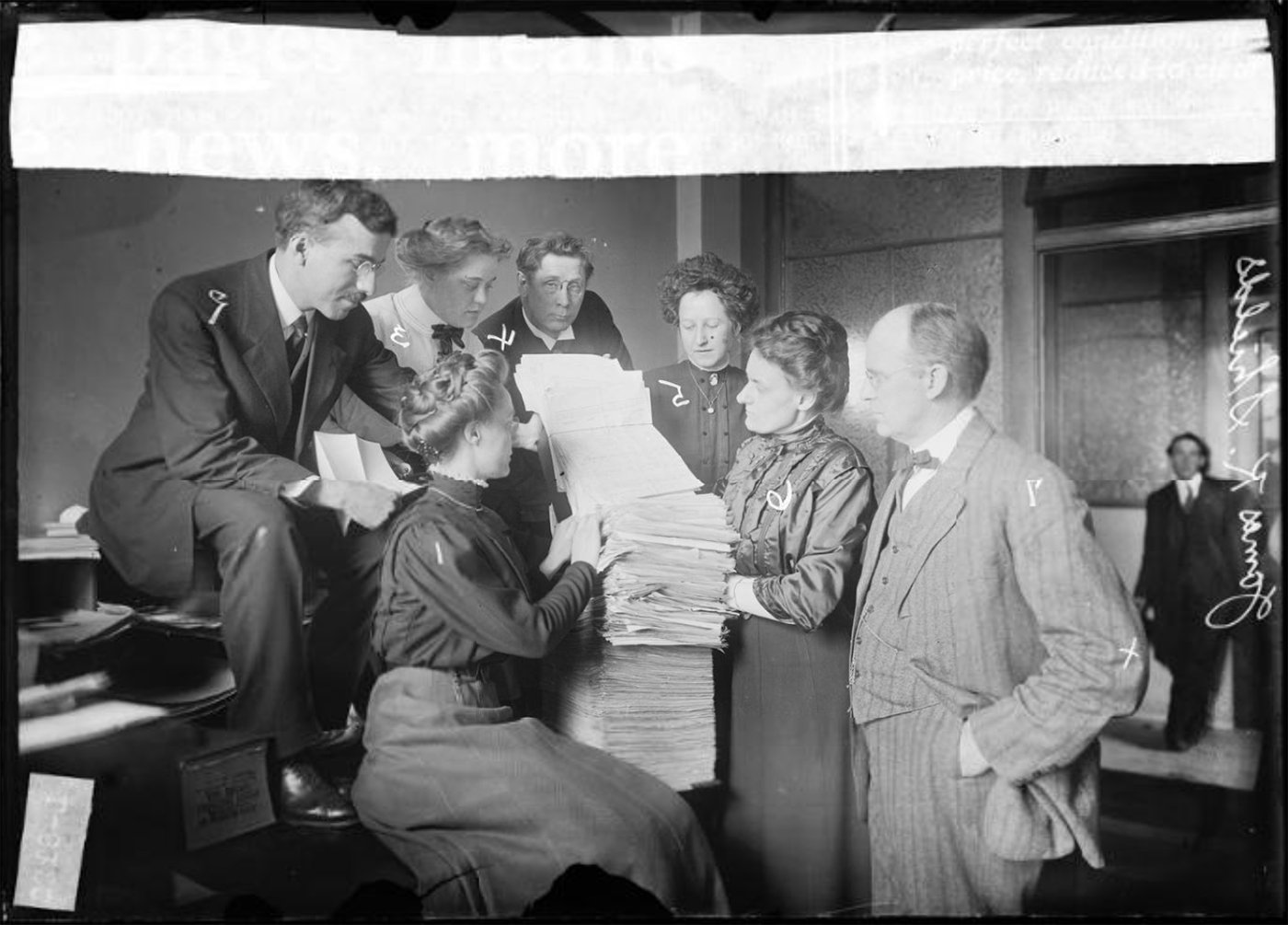 Members of the Anti-Saloon League in 1910 posing with a petition. Photo: Chicago Daily News, Chicago Historical Society