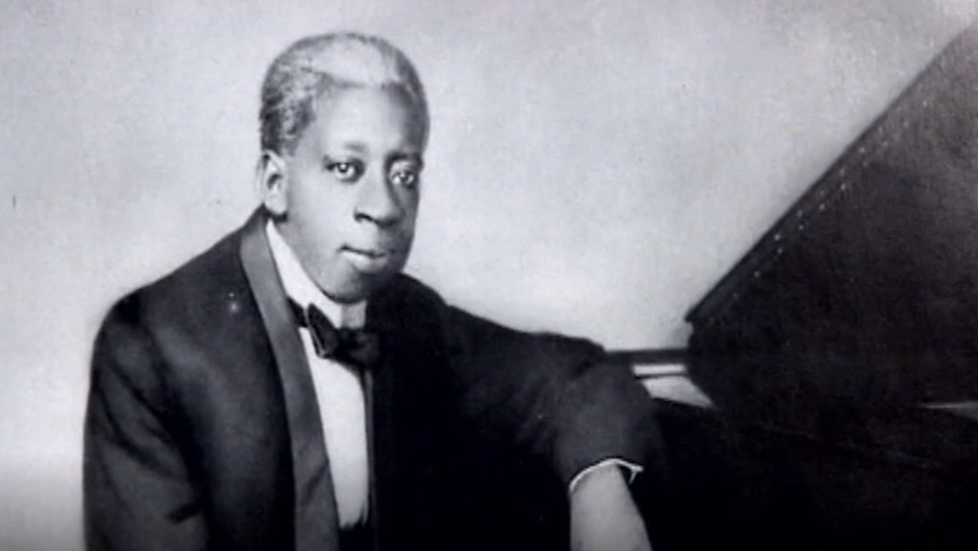 Early twentieth century, openly gay pianist Tony Jackson. Photo: From the William Russell Jazz Collection, courtesy of the Historic New Orleans Collection