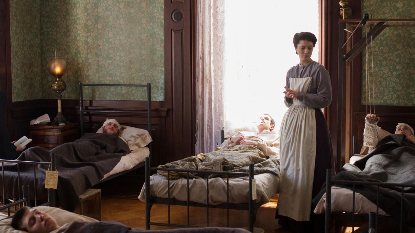 Mary Elizabeth Winstead as Nurse Mary Phinney. (PBS/Erik Heinila)