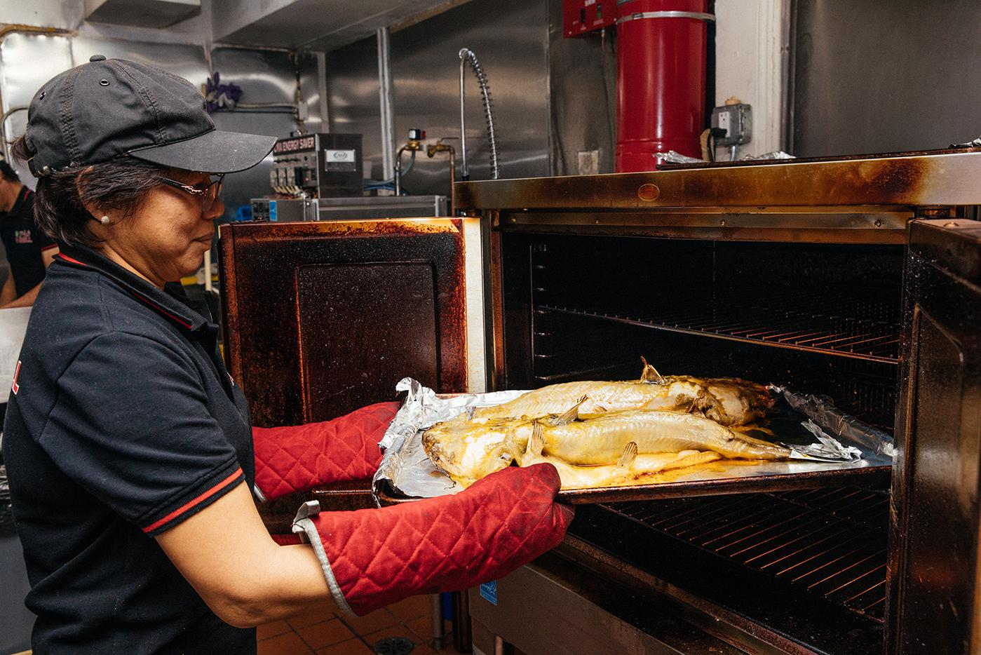 Catfish roasting at Chicago's LC Pho n Grill. Photo: Sandy Noto for WTTW