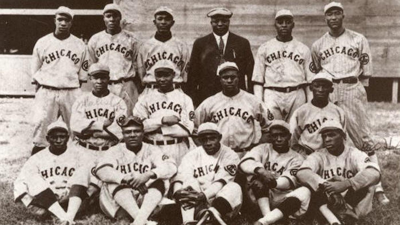 A team publicity photo for the Chicago American Giants in 1919. Photo: Wikimedia Commons