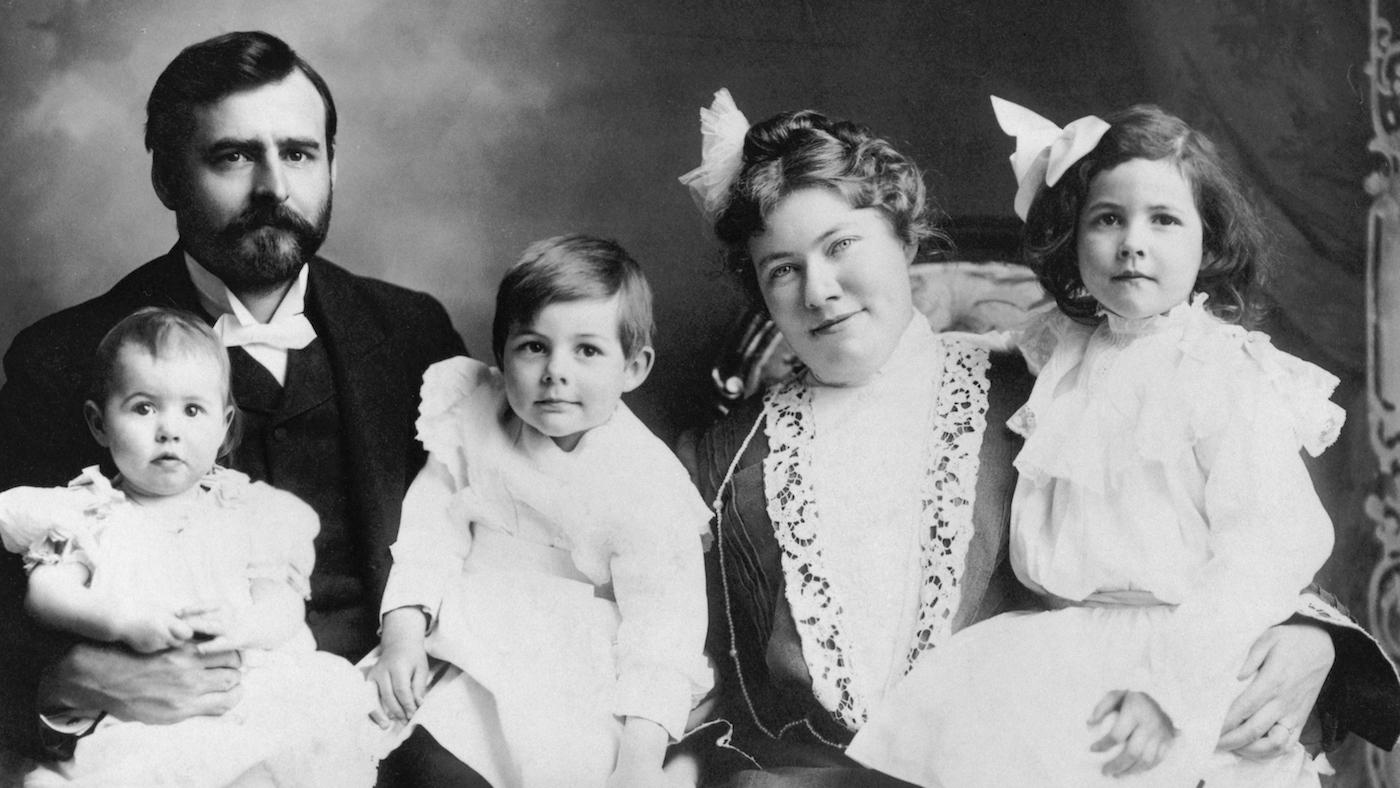 Hemingway family portrait. From left to right: Ursula, Clarence, Ernest, Grace, and Marcelline Hemingway. October 1903. Image: Ernest Hemingway Collection. John F. Kennedy Presidential Library and Museum, Boston