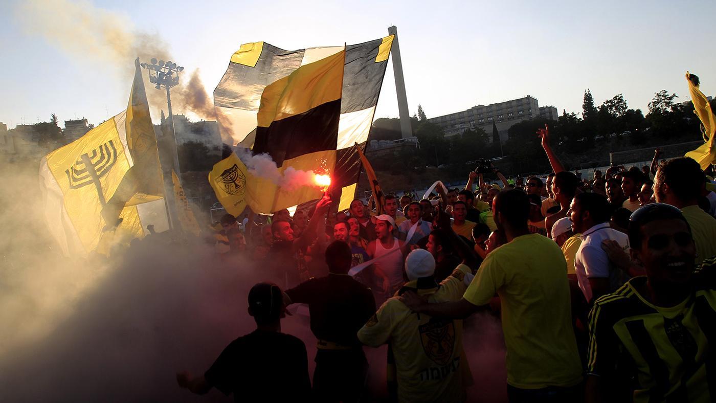 Beitar Jerusalem fans. Photo: Haim Tzah