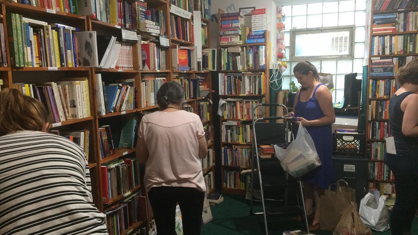 Chicago Books to Women in Prison