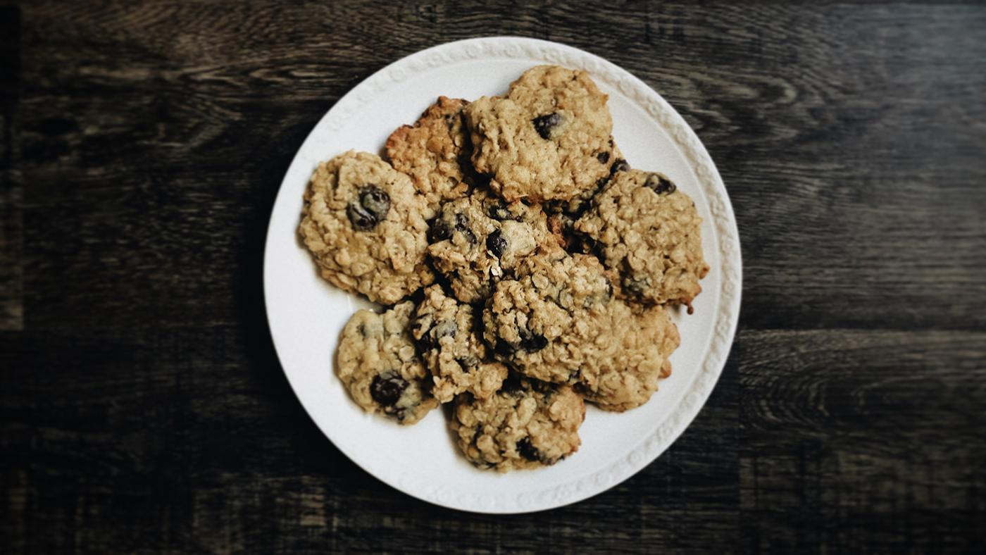 Oatmeal chocolate chip cookies. Photo: Jessica Castro on Unsplash