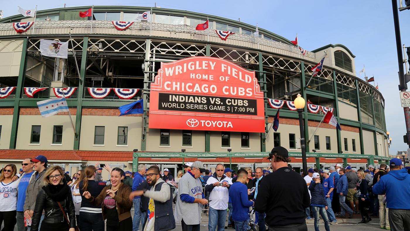 Fans congregate outside Wrigley Field before World Series Game 3 in 2016. Photo: Arturo Pardavila III via Wikimedia Commons