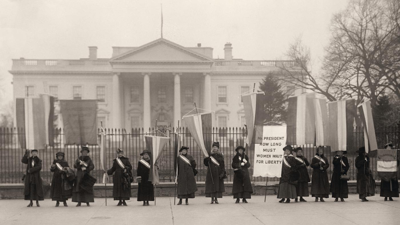 Suffragists picket in front of the White House. Washington, D.C., February 1917. Photo: Courtesy of Library of Congress