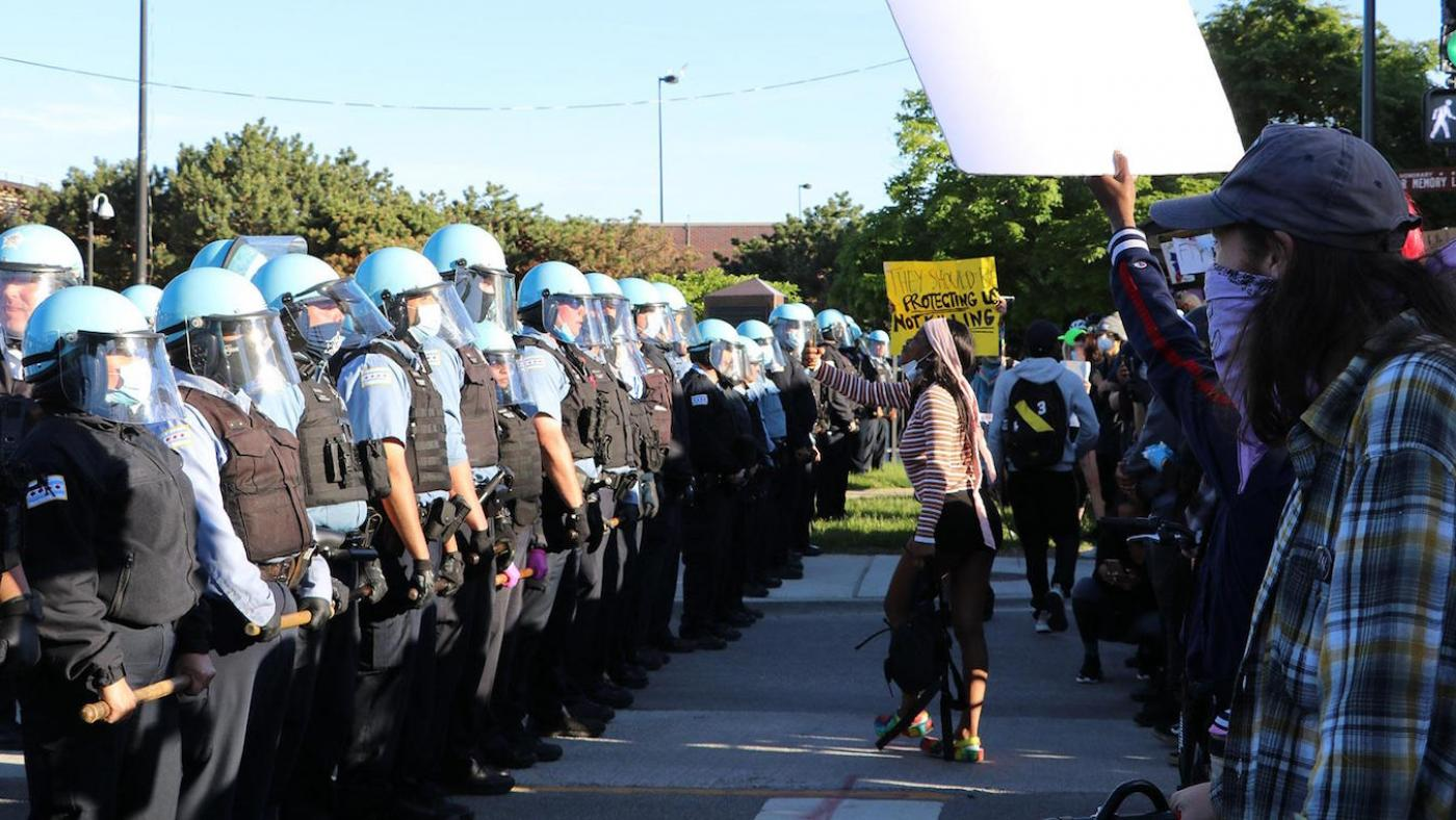 Protesters confront a line of police officers at State and 35th streets, about 3 miles south of the Loop, where police set up a blockade. (Evan Garcia / WTTW News)