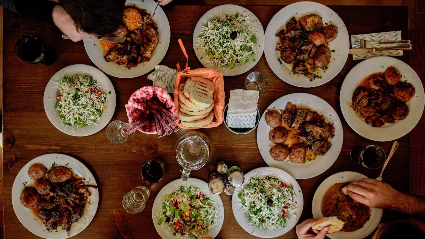 Family meal. Photo: Unsplash/Stefan Vladimirov