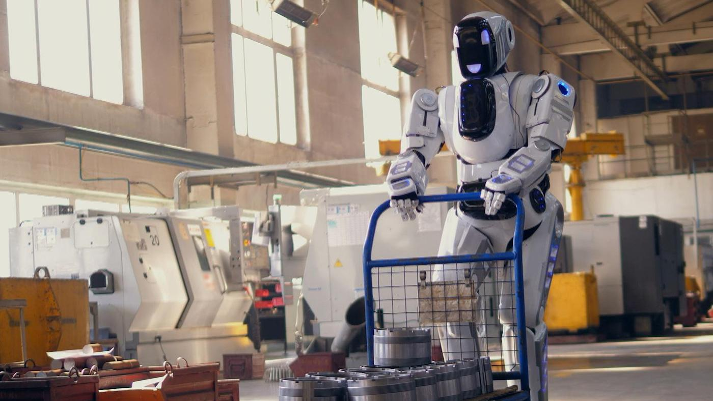 A robot pushes a cart in a factory. Photo: Courtesy Pond5