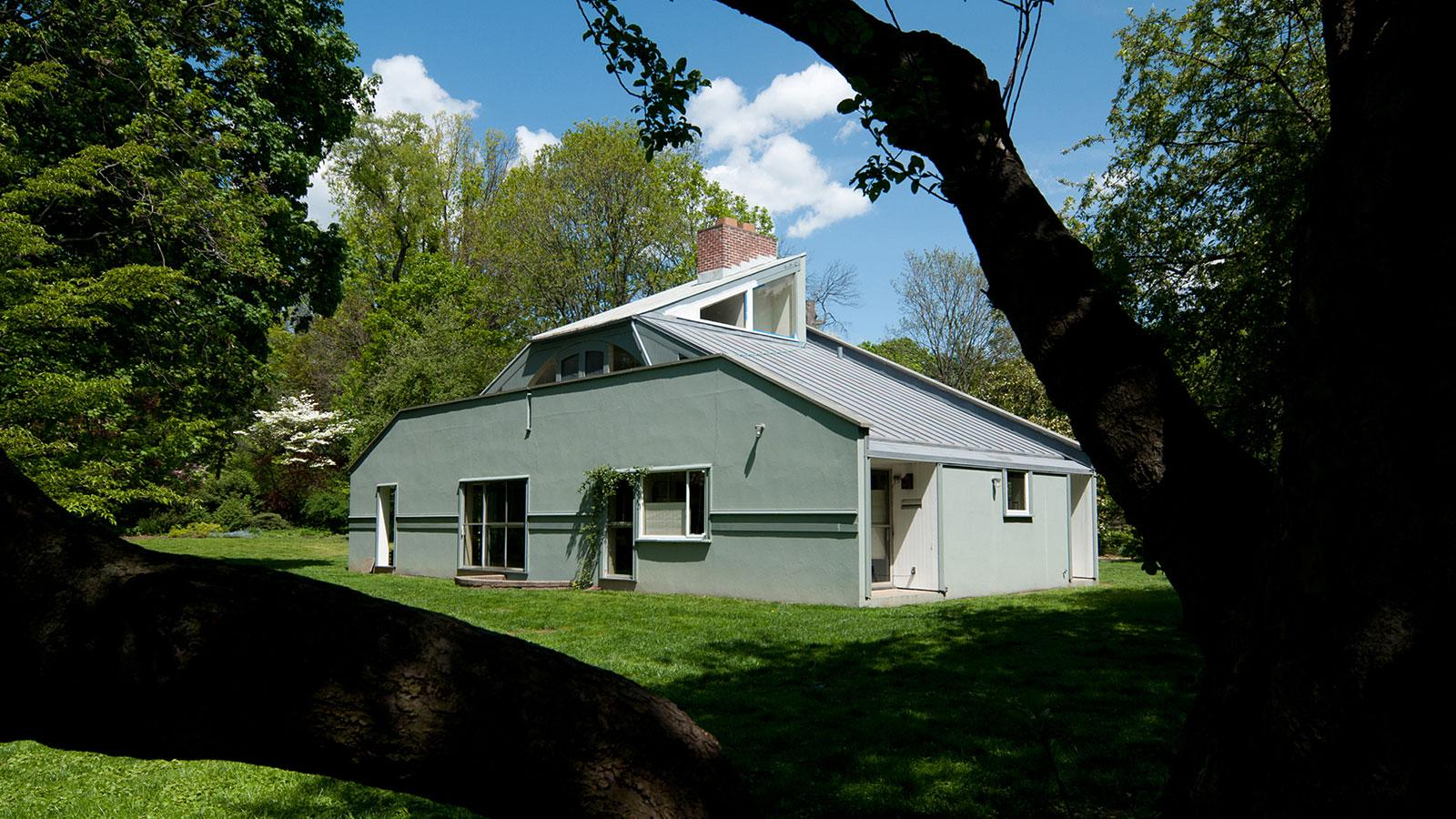 Vanna Venturi House | Ten Buildings That Changed America | WTTW Chicago Pictures