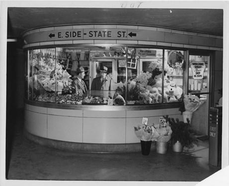 Randolph-Washington concession stand in the State Street Subway, c. 1950s. Photo: CTA