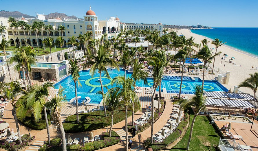 Apple Vacations/Riu Palace