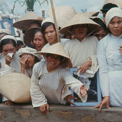 Mass funeral for South Vietnamese killed by Viet Cong in Hue during the Tet Offensive. October 1969. Photo: Bettmann/Getty Images